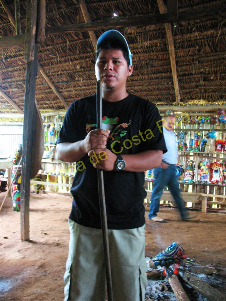 Hear about the importance of the longhouse and fire to the Maleku tribe.